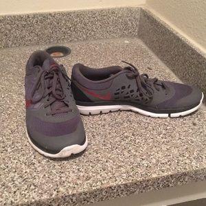 Nike men's shoe size 10 amazing condition. $30